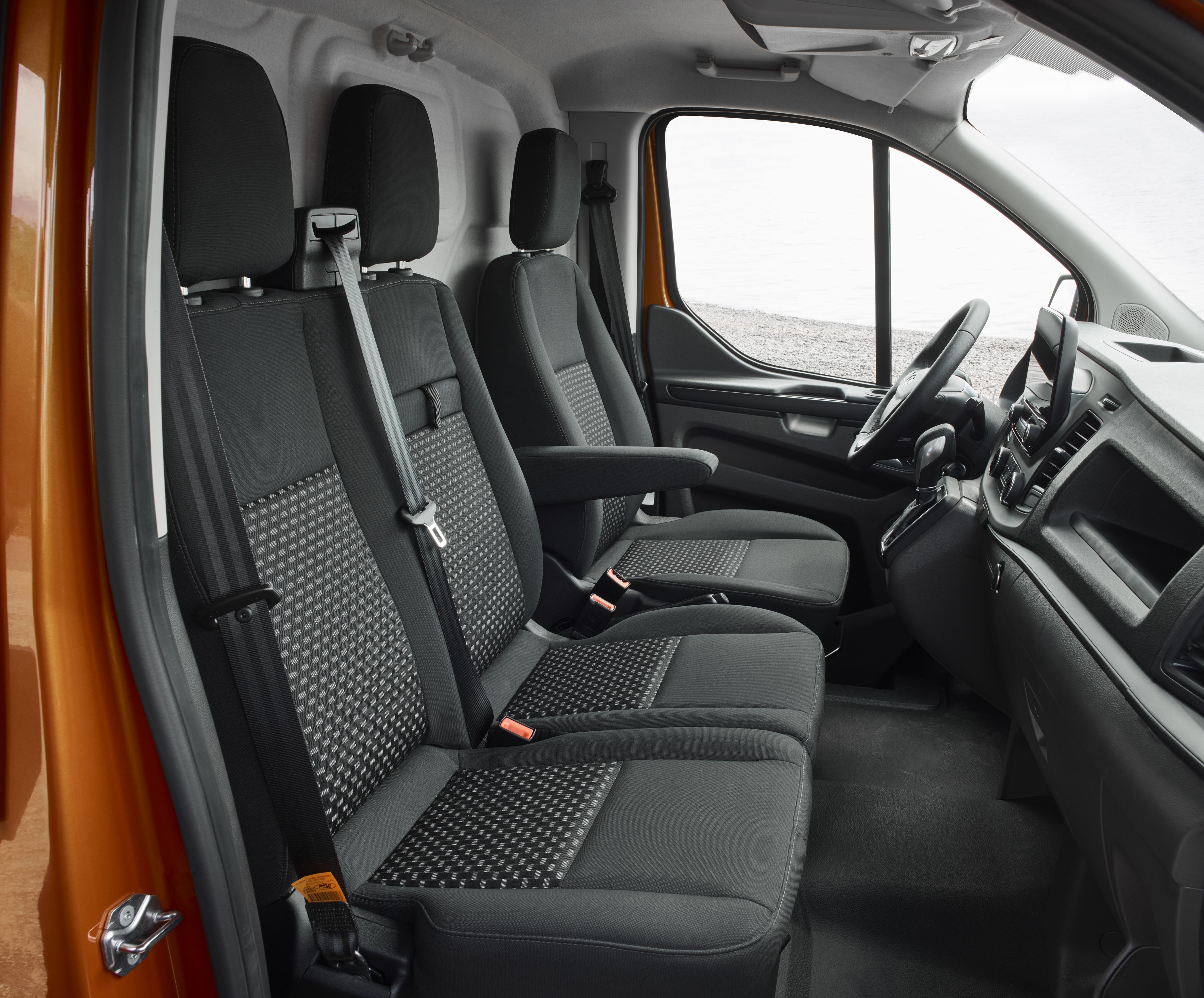 Nieuwe ford transit custom heeft fris design en volledig nieuw interieur
